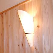 柔らかな光は間接照明ならでは。