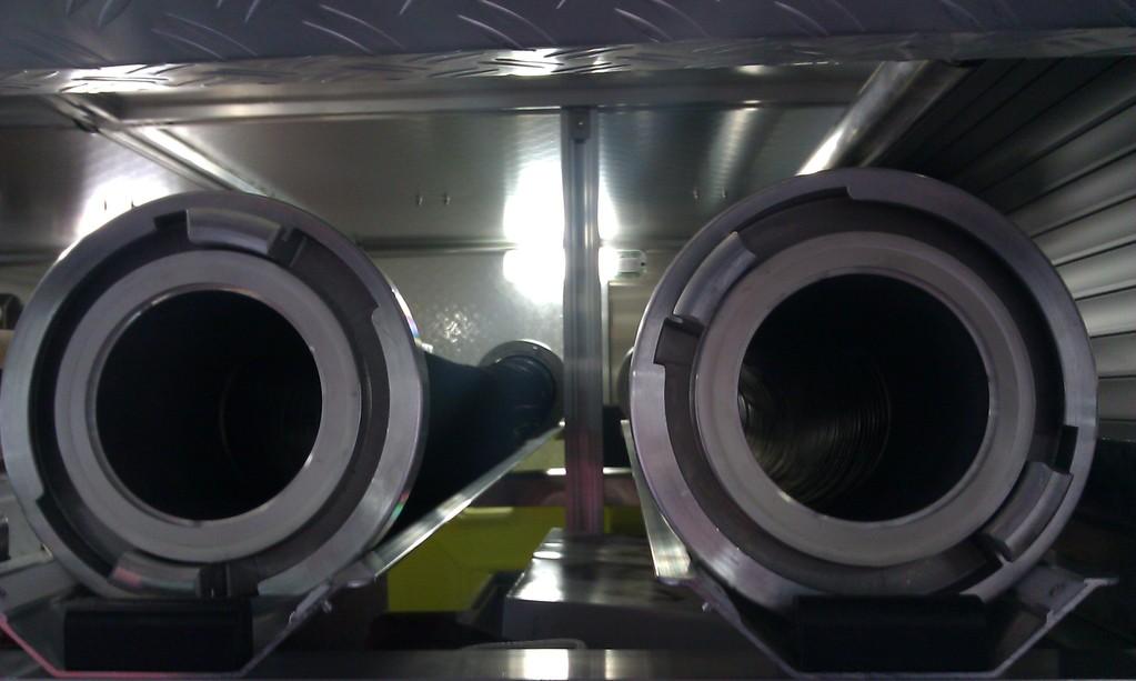 Die A-Saugschläuche sind direkt unter dem Dach gelagert/ 4x verladen
