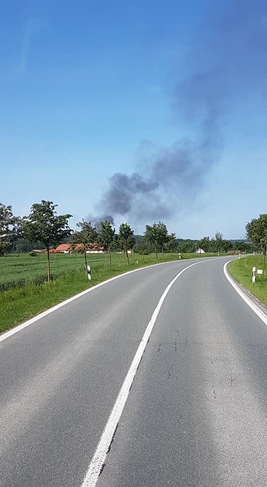 Die Rauchsäule war bereits auf der Anfahrt deutlich sichtbar.
