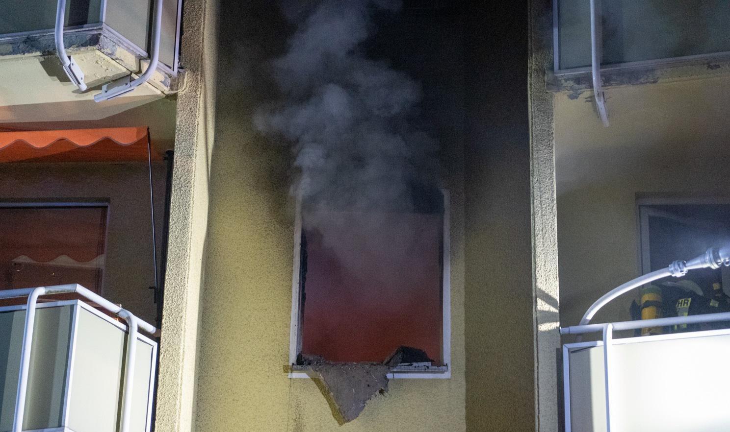 Zur Aufnahme dieses Fotos befand sich der Gutendorfer Atemschutztrupp in der Brandwohnung und suchte nach der zu derzeit vermissten Person. Diese befand sich glücklicherweise nicht in der Wohnung. Der Trupp setzte die Löscharbeiten fort.