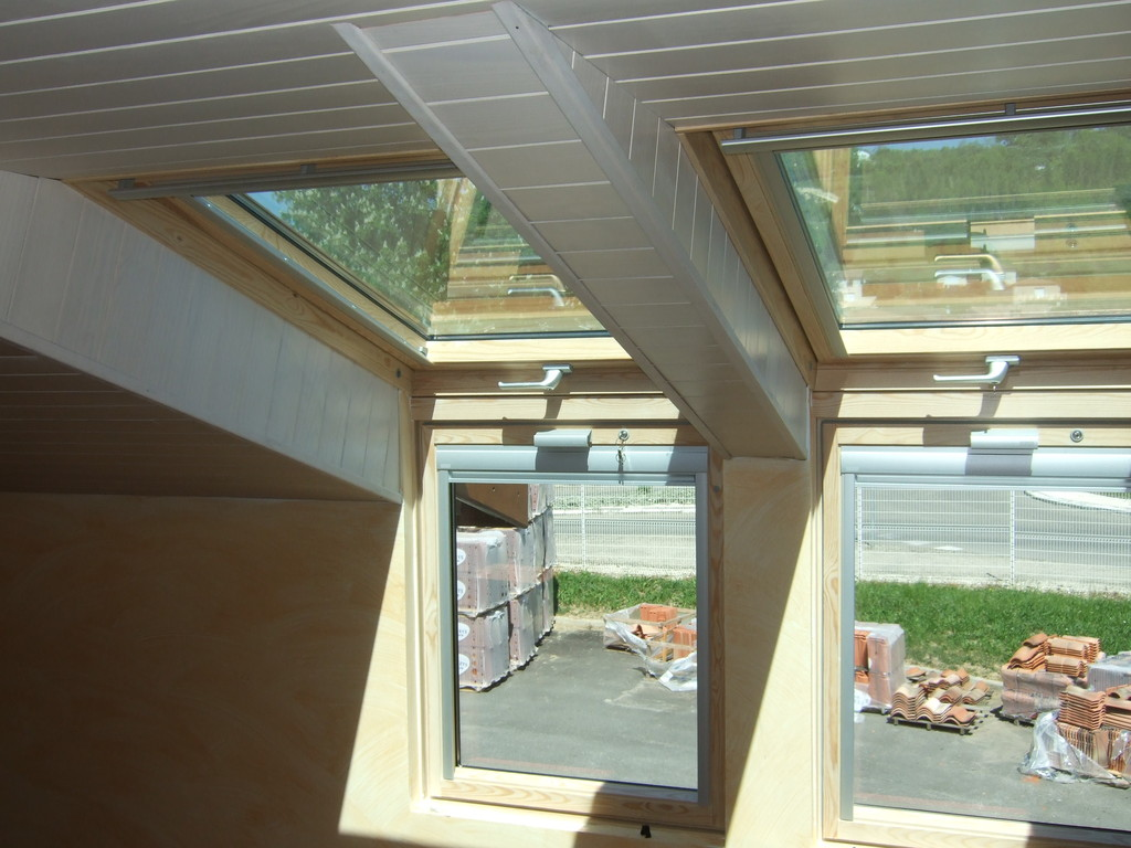 verriere de toit velux finest verriere de toit aussi dans. Black Bedroom Furniture Sets. Home Design Ideas