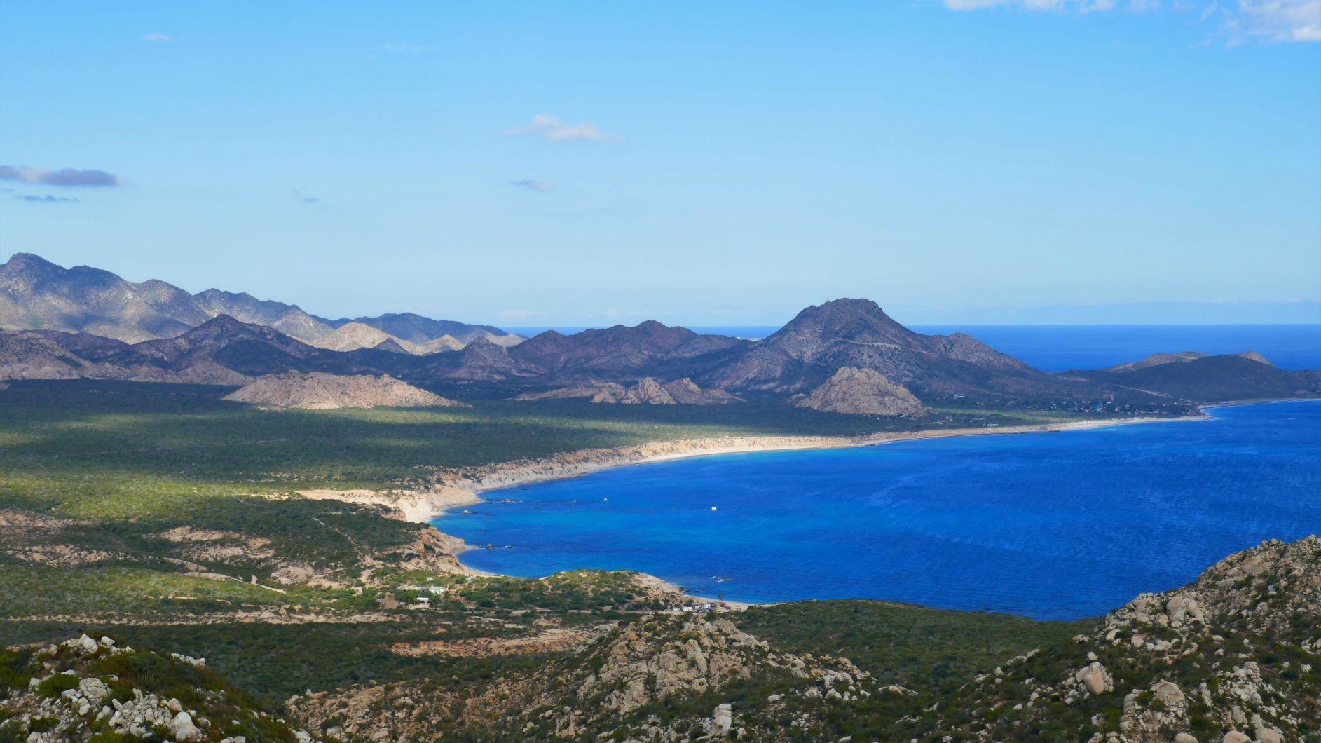 """Blick in die Bucht nach Cabo Pulmo, der Berg geradeaus ist die """"dicke Berta"""", da werd ich mit Ricki noch einige male raufjoggen"""