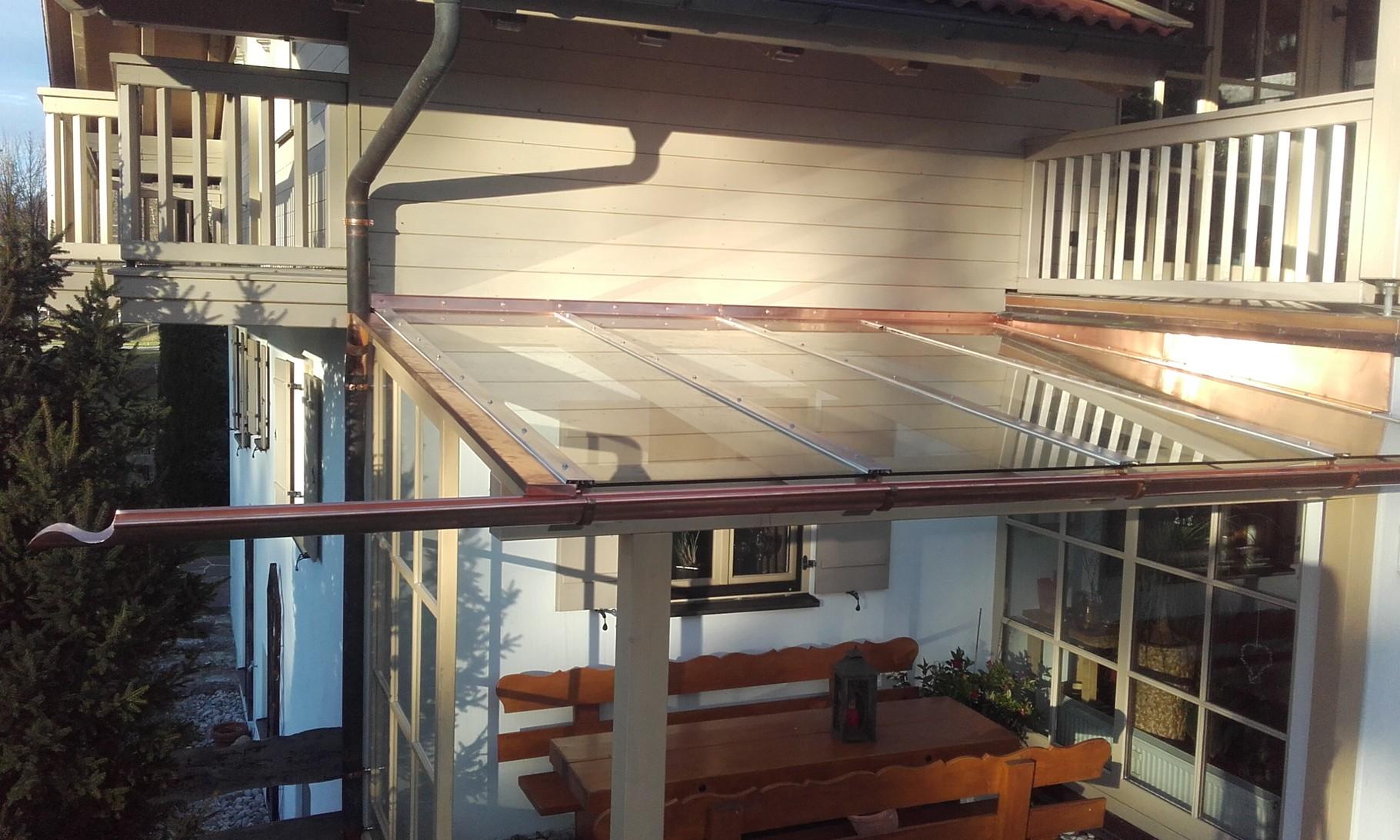 Kupferverblechung und Dachrinne für Glasüberdachung