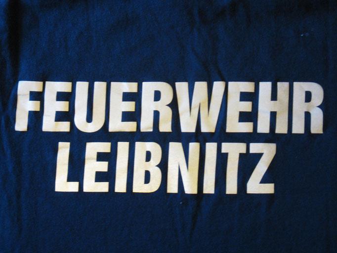 Feuerwehr Polo Steiermark Stickerei bestickt vom Profi Mütze Haube Graz Umgebung Südsteiermark Weststeiermark Deutschlandsberg Voitsberg Köflach Südoststeiermark Bad Radkersburg Feldbach Fürstenfeld Hartberg Gleisdorf Weiz Murtal Knittelfeld Murau Leoben
