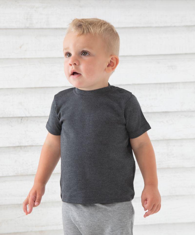 Alles für das Baby / Babies / Kinder / Poncho / Handtuch / Lätzchen / Shirt / Polo / Bademantel / Besticken, bedrucken lassen, Lätzchen / Textilien mit Motiv / Steiermark / Monogrammstick / Namensstick / Initialen