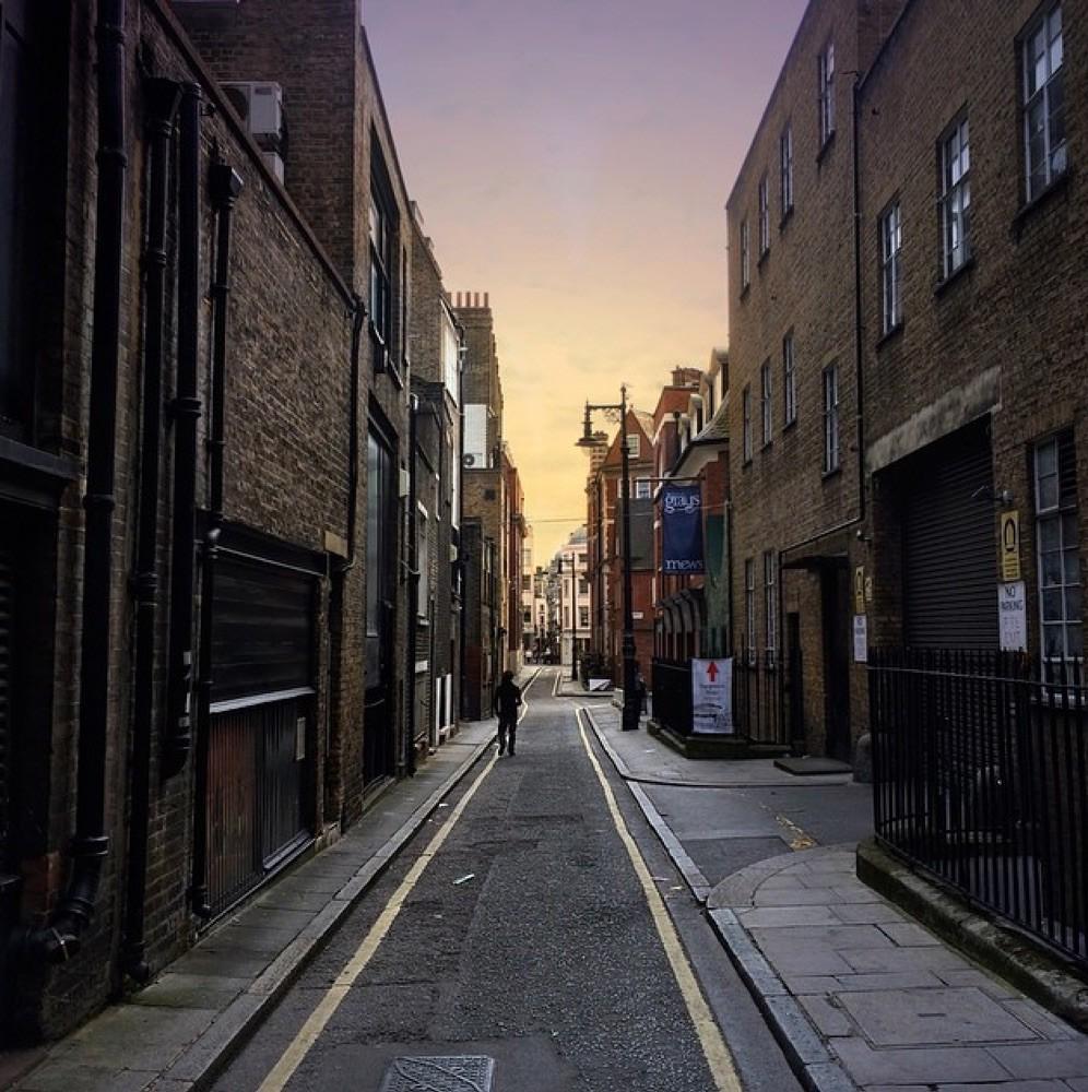 La calle del escondite inglés (2009)