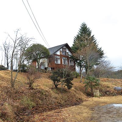 阿木川湖畔に佇む一軒家風のお店。
