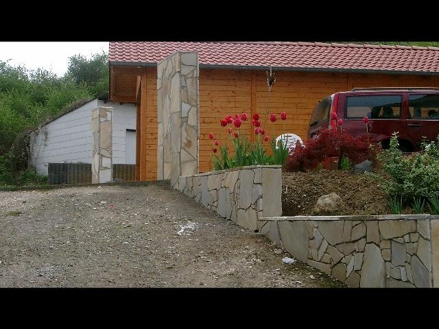Mauer mit Polygonalplatten....