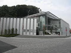 川崎市アートセンター。新百合ヶ丘北口徒歩3分。