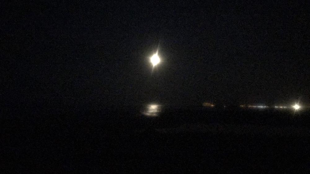 Für Mondaufnahmen ist meine Kamera einfach nicht geeignet.