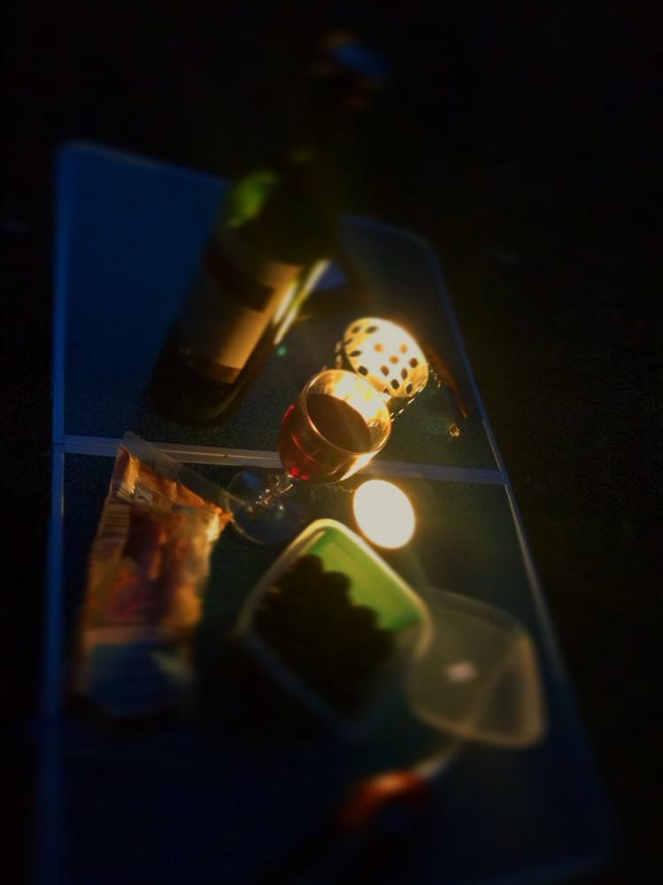 Ausklang bei Rotwein und Oliven.