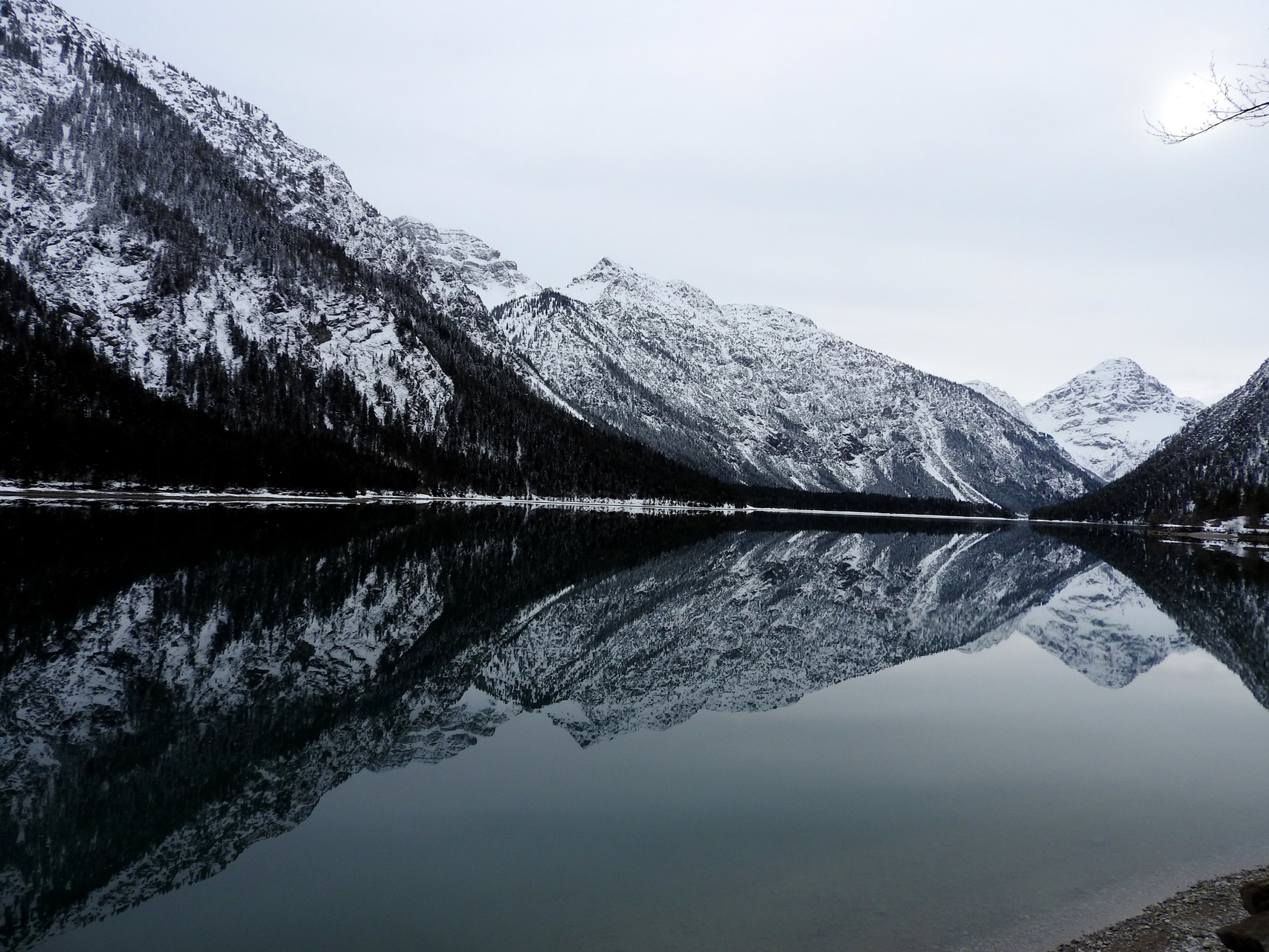 Blick über den ruhigen See