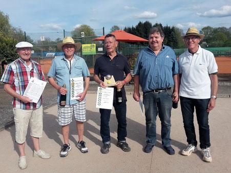 Siegerehrung der Bouler: Manfred Brunner (Turnierleiter), Günter Hammer,  Rolf Maier, Roland Heck und Reinhold Mauterer (Abteilungsleiter Boule)