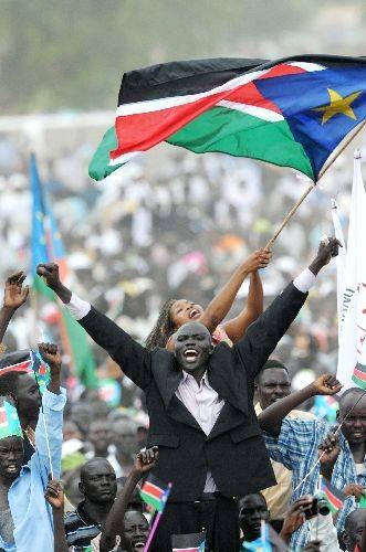 南スーダンの首都ジュバで、独立記念式典に参加する現地住民 (新華社/AFP)