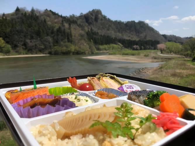 お弁当(背景麒麟山)