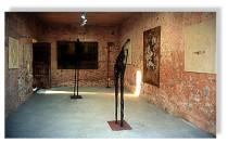 pintura y esculturas de Amador Vallina en la Casa de Artes, Cas Concos