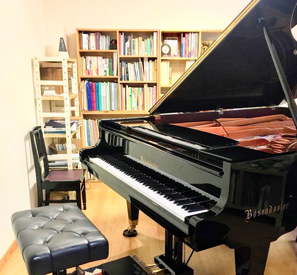 レッスン室内、ピアノ ベーゼンドルファー