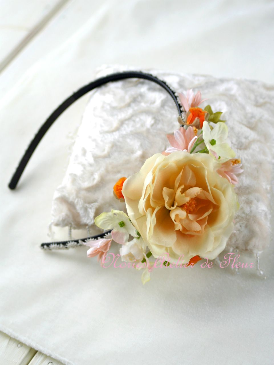 Enola エノーラ おそろいの花材でカチューシャ