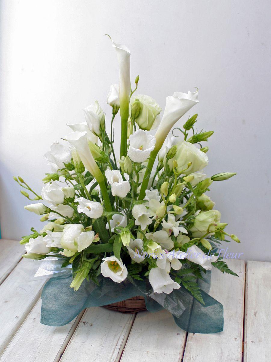 カラー、トルコキキョウのお悔やみの花