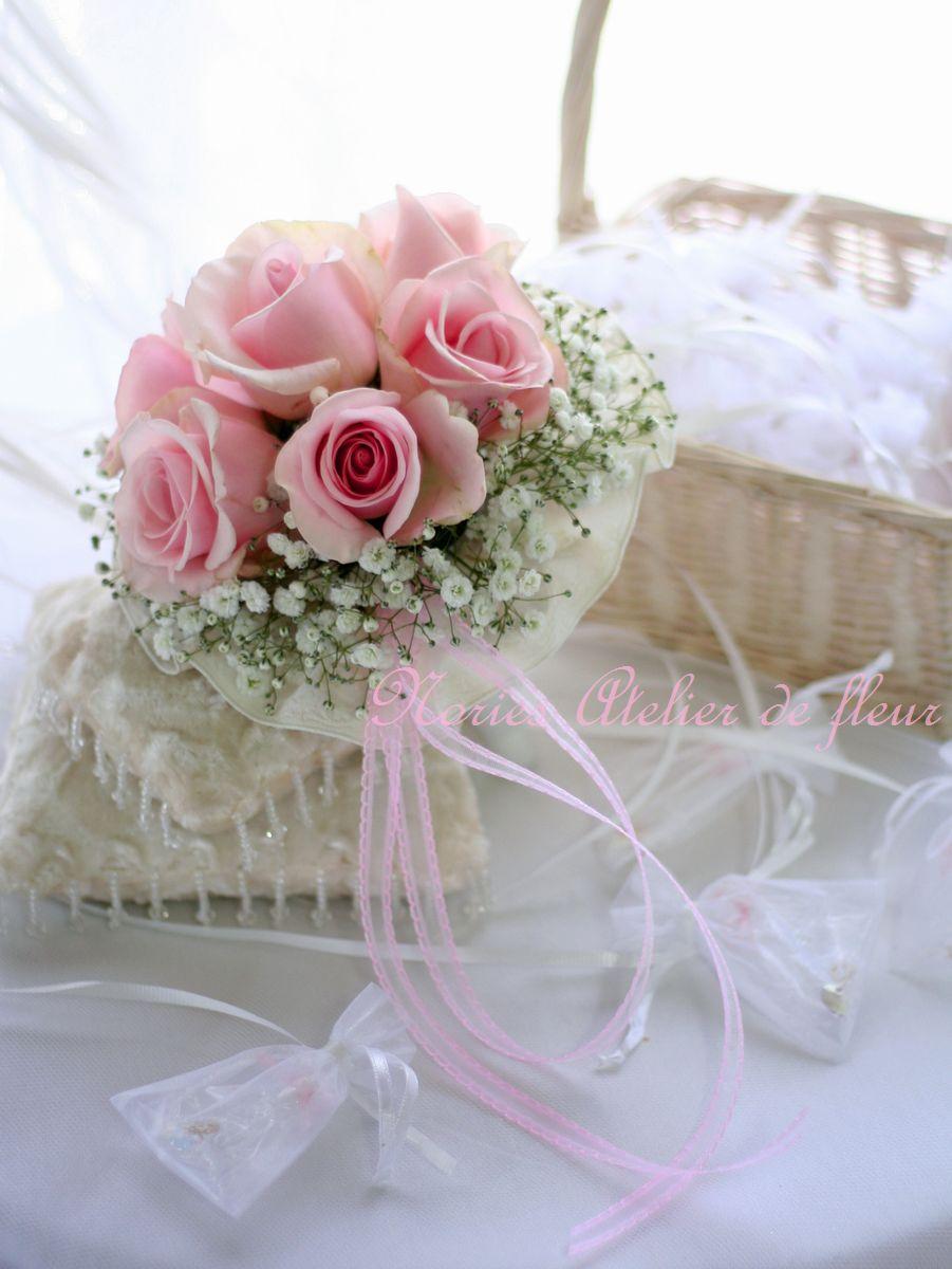 生花のピンクのバラのブーケプルズ用のミニブーケ