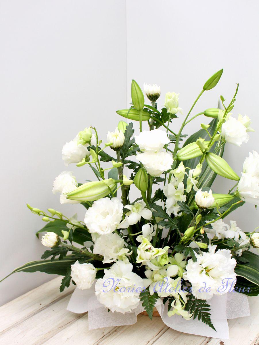 テッポウユリを使ったお悔やみの花
