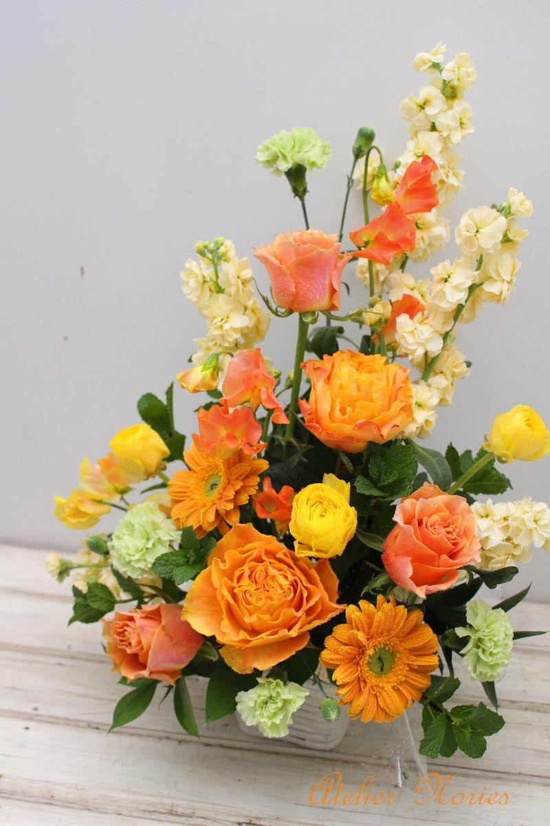 オレンジ・黄色などビタミンカラーのアレンジメント