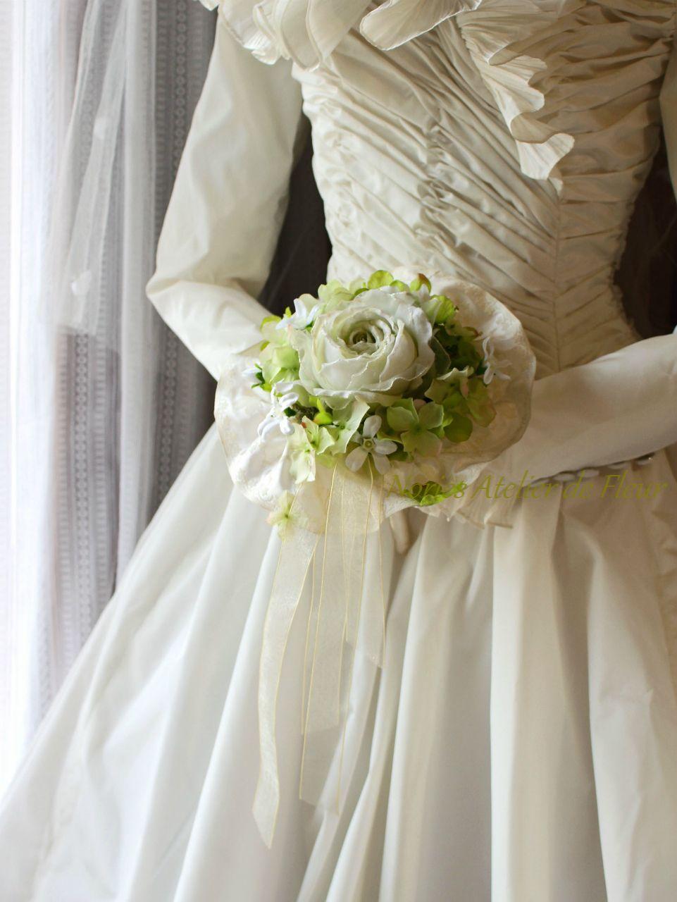 Hazel ヘイゼル ライムグリーンのバラのラウンドブーケ