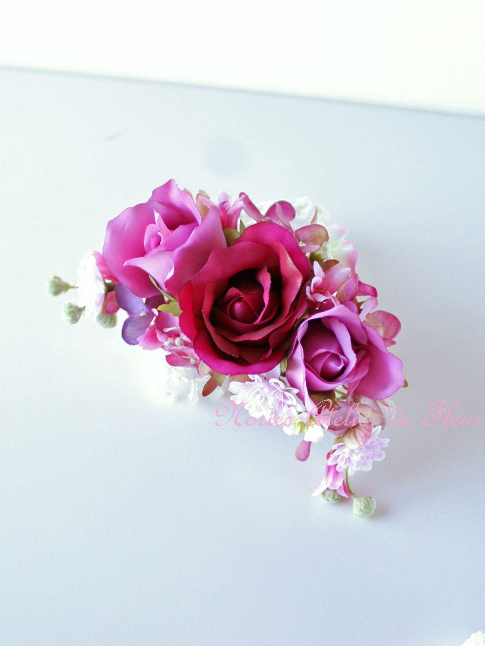 ブーケと同じテイストのお花で制作した三日月型のヘアオーナメント