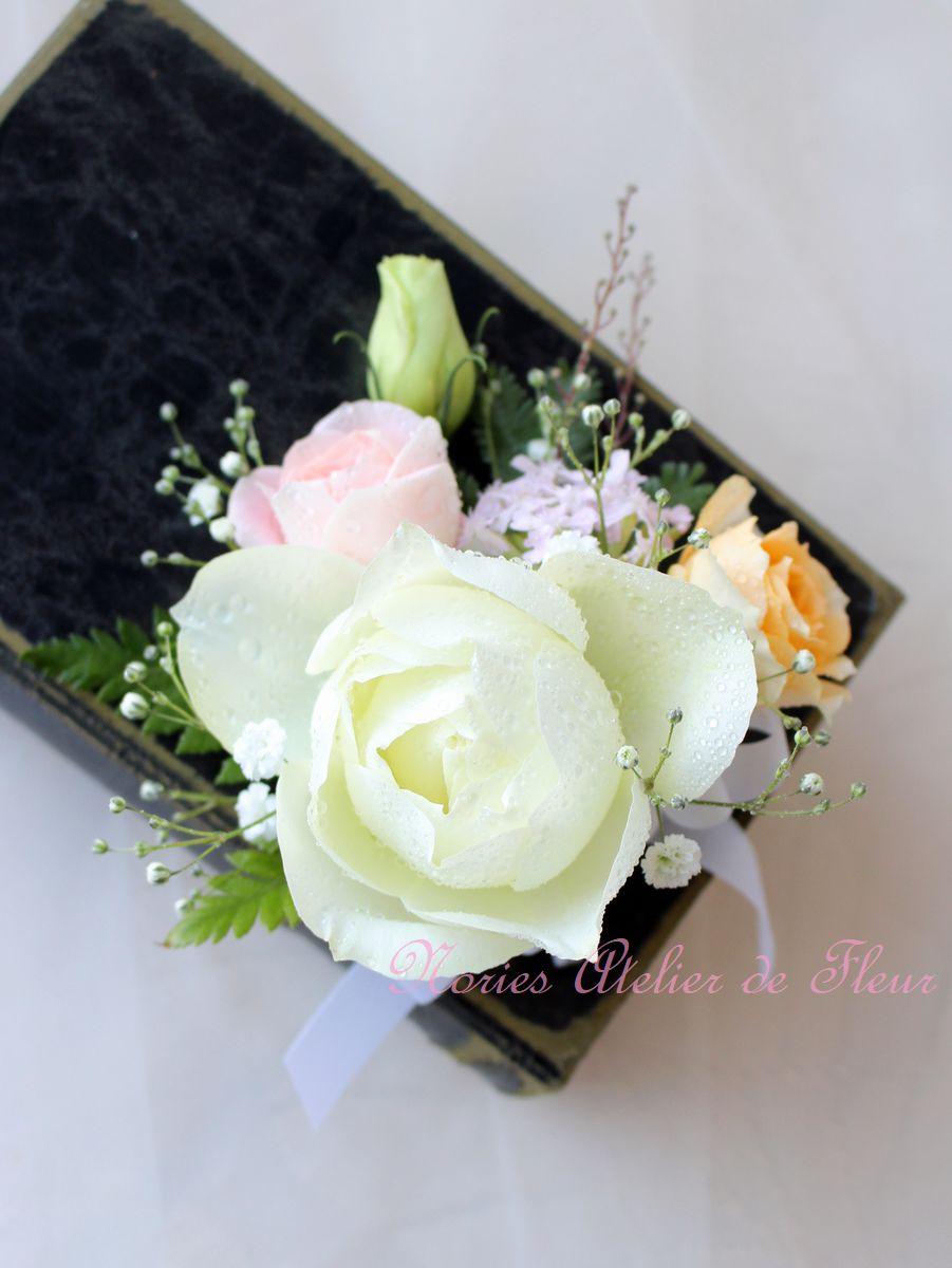お母様手作りのバラとトルコキキョウのキャスケードブーケ 花婿様のブトニア