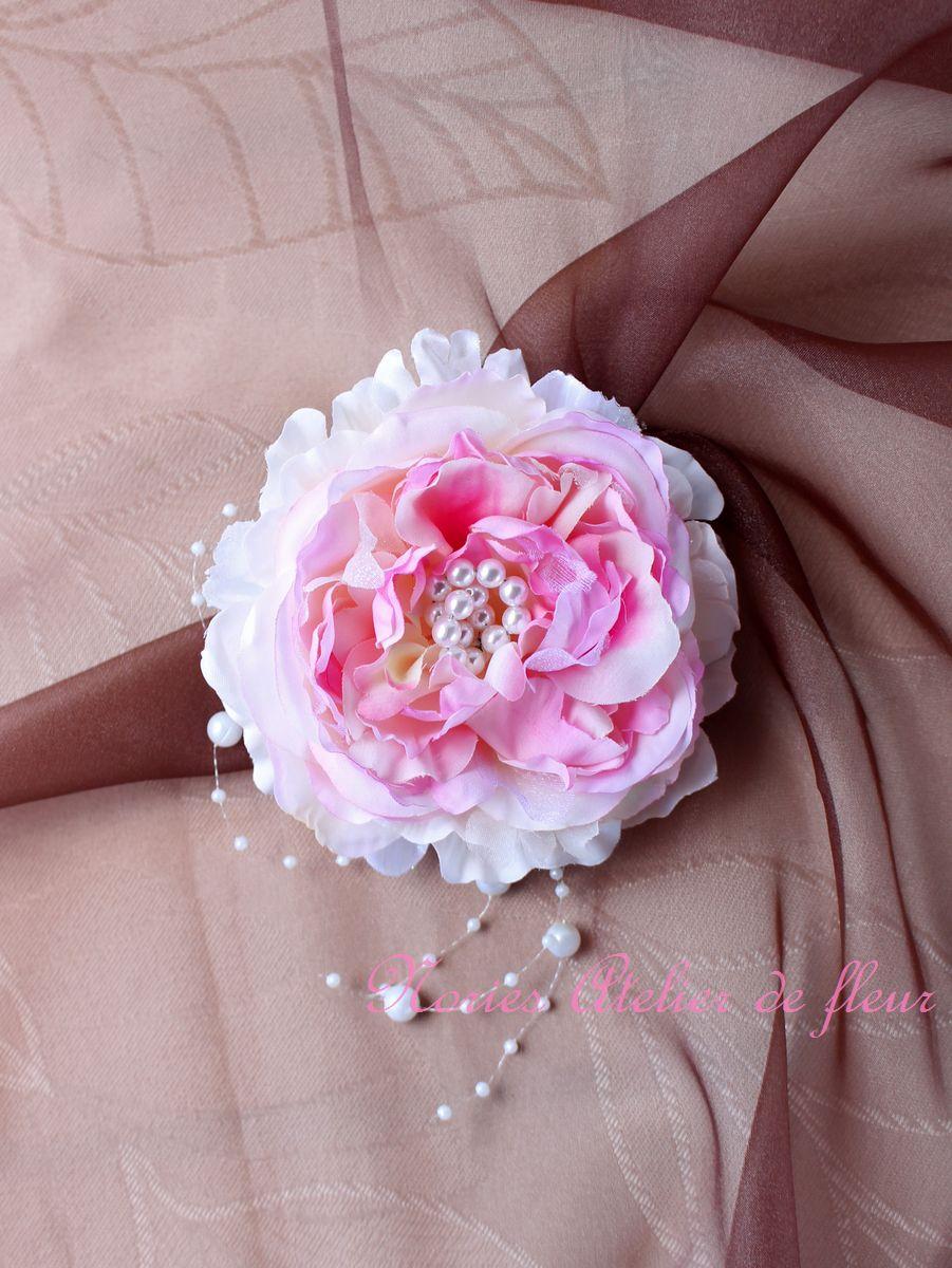 Alana アラナ 淡いピンクのコサージュ