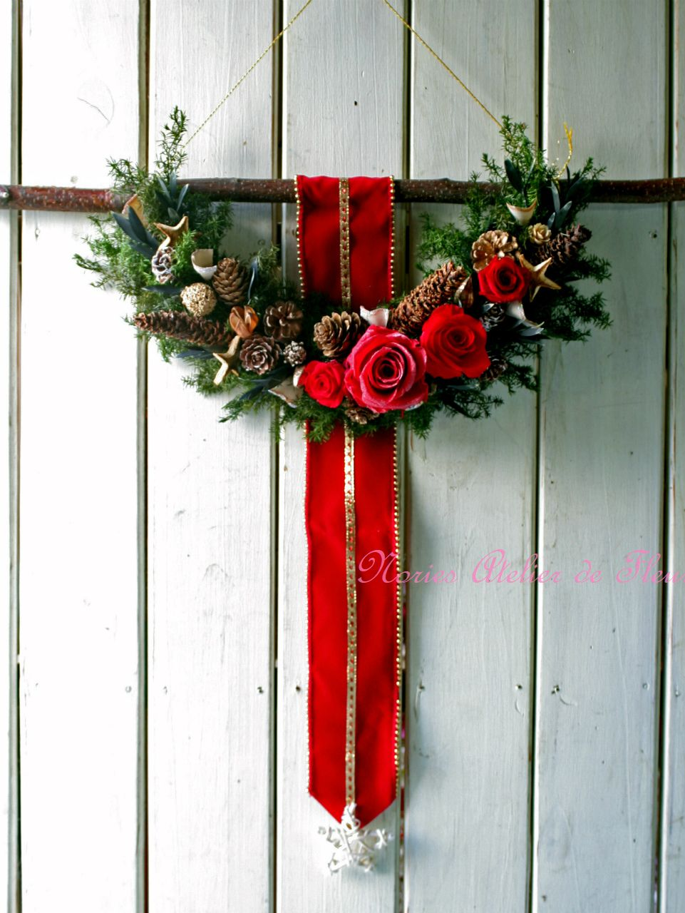 クリスマスのハーフムーンリース プリザーブドフラワー