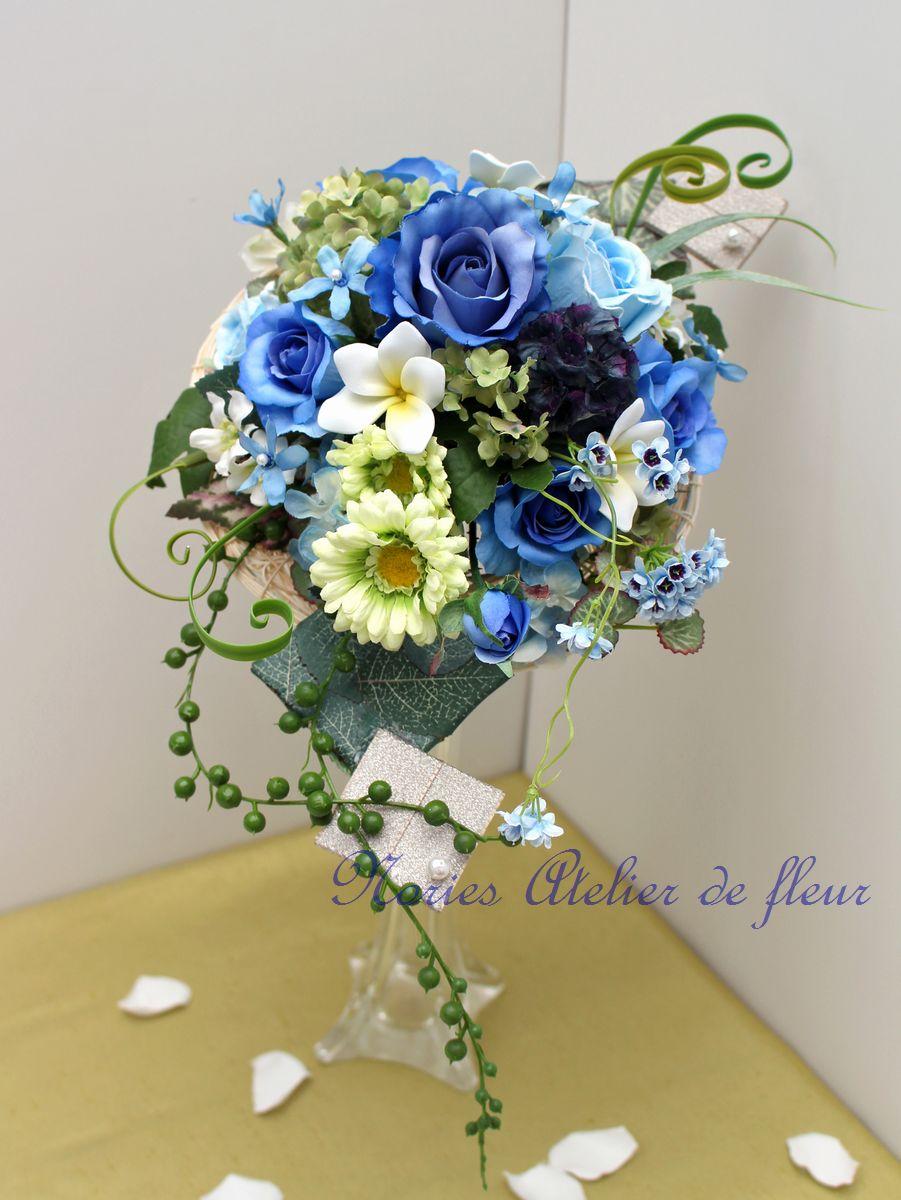 ロベルタ アーティフィシャルフラワーのブルーのバラのクレッセントブーケ
