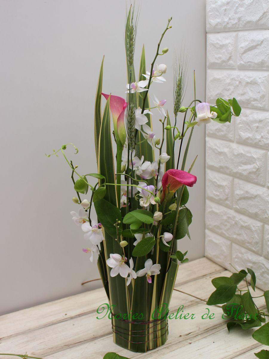 ニューサイラン、カラー、クレマチス、ミニ胡蝶蘭のアレンジメント