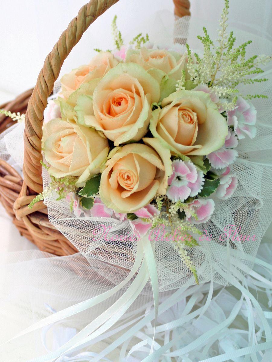 生花のイエローのバラのブーケプルズ用のミニブーケ