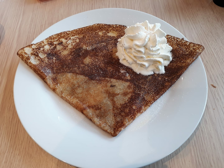 Crêpe beurre sucre et sa pointe de chantilly