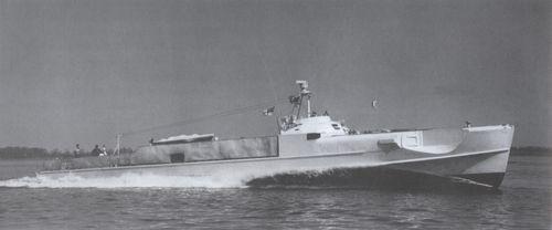 """""""S 208"""" unter dem White Ensign - Bild: Archiv Förderverein"""