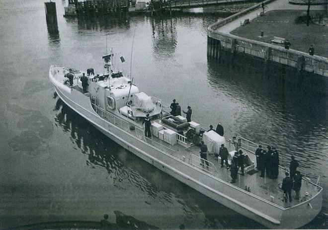 """S 3 auf der Fahrt zur Indienststellung als """"Seeschwalbe am 16.04.1957 - Bild: Lürssen"""