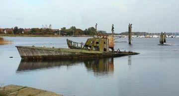 Wrack eines Bootes Typ P 6 in der Bucht von Dranske - Bild: Kretschmer