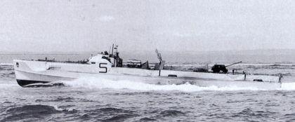 """""""S 701"""" beim Verbandfahren - Bild aus Dallies-Labourdette: """"Deutsche Schnellboote"""""""
