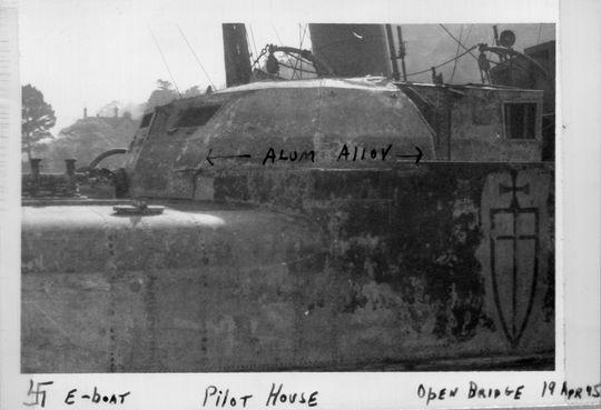 "Foto vom gehobenen ""S 144"" mit Wappen 9. SFltl in Le Havre - Foto: US National Archives, College Park, Maryland, USA"