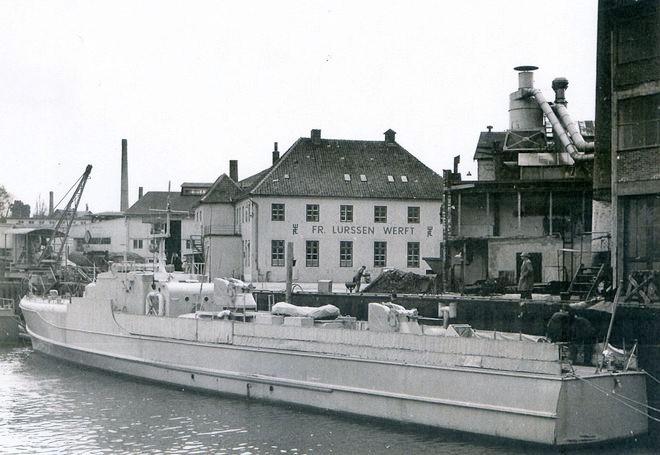 S 2 des BGS mit 4 x 20 mm-Geschütz/L 85 auf Doppellafette - Bild: Lürssen