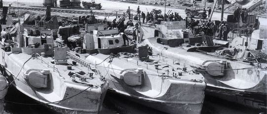 Boote Typ S 151 und ein Boot Typ 30 bei der Übergabe an die Alliierten in Ancona am 03.05.1945 – Foto: Archiv Förderverein