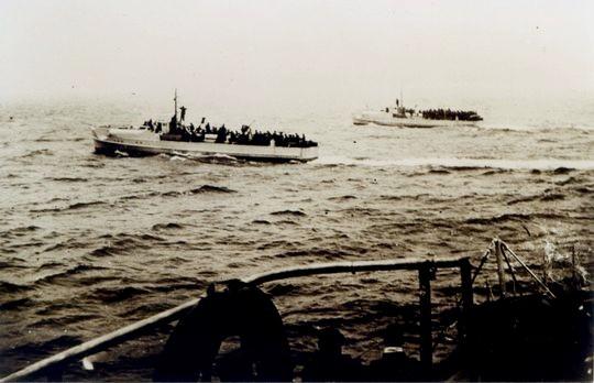 S-Boote der 2. SFltl bepackt mit Heeressoldaten vor Kristiansand 1940 - Foto: Archiv H. Kloetzke