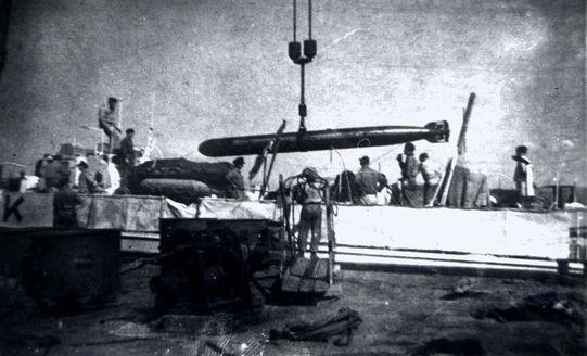"""""""S 158"""" bei der Torpedoübernahme - Archiv: Heinz Kloetzke"""