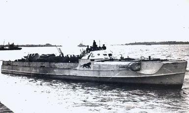 """""""S 204"""" Einlaufen Felixstowe am 13.05.1945 - Foto: Archiv Roderick Timms"""