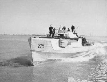 """""""S 216"""" mit USN-Besatzung auf dem Rhein - Foto: US National Archives, College Park, Maryland, USA"""