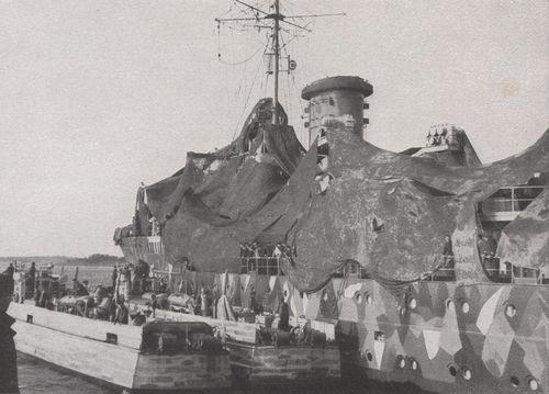 """""""Tsingtau"""" und Boote der 2. SFltl in den Abo-Schären - Bild aus Bürger: """"Schnellboote vor"""""""