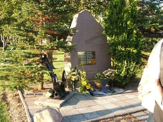 Der auf den Friedhof Dranske umgesetzte Stein am 30.08.2011 - Bild: Archiv MHMD