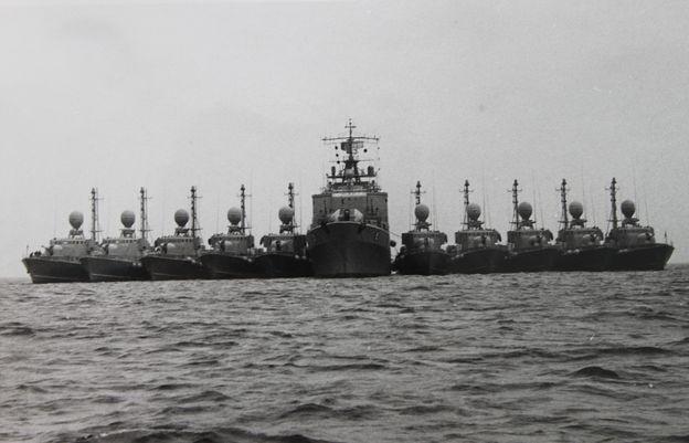 """Alle zehn Boote des 2. S-Geschwaders längsseits Tender """"Donau"""" - Foto: Archiv Förderverein"""