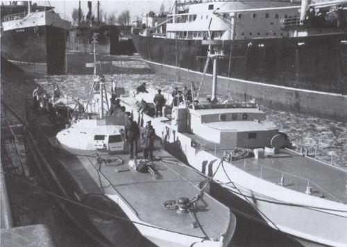 """""""S 208"""" und """"Silver Gull"""" in einer Schleuse des NOK - Bild: Archiv Förderverein"""